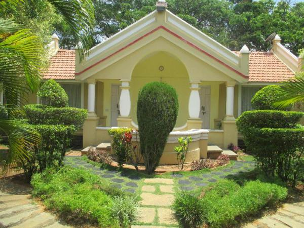 Golden Mile Cozy Cottage with a pool amidst nature Bangalore