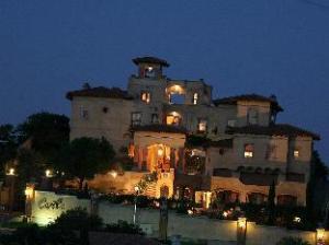 卡斯特罗迪蒙特招待所 (Castello Di Monte Guest House)