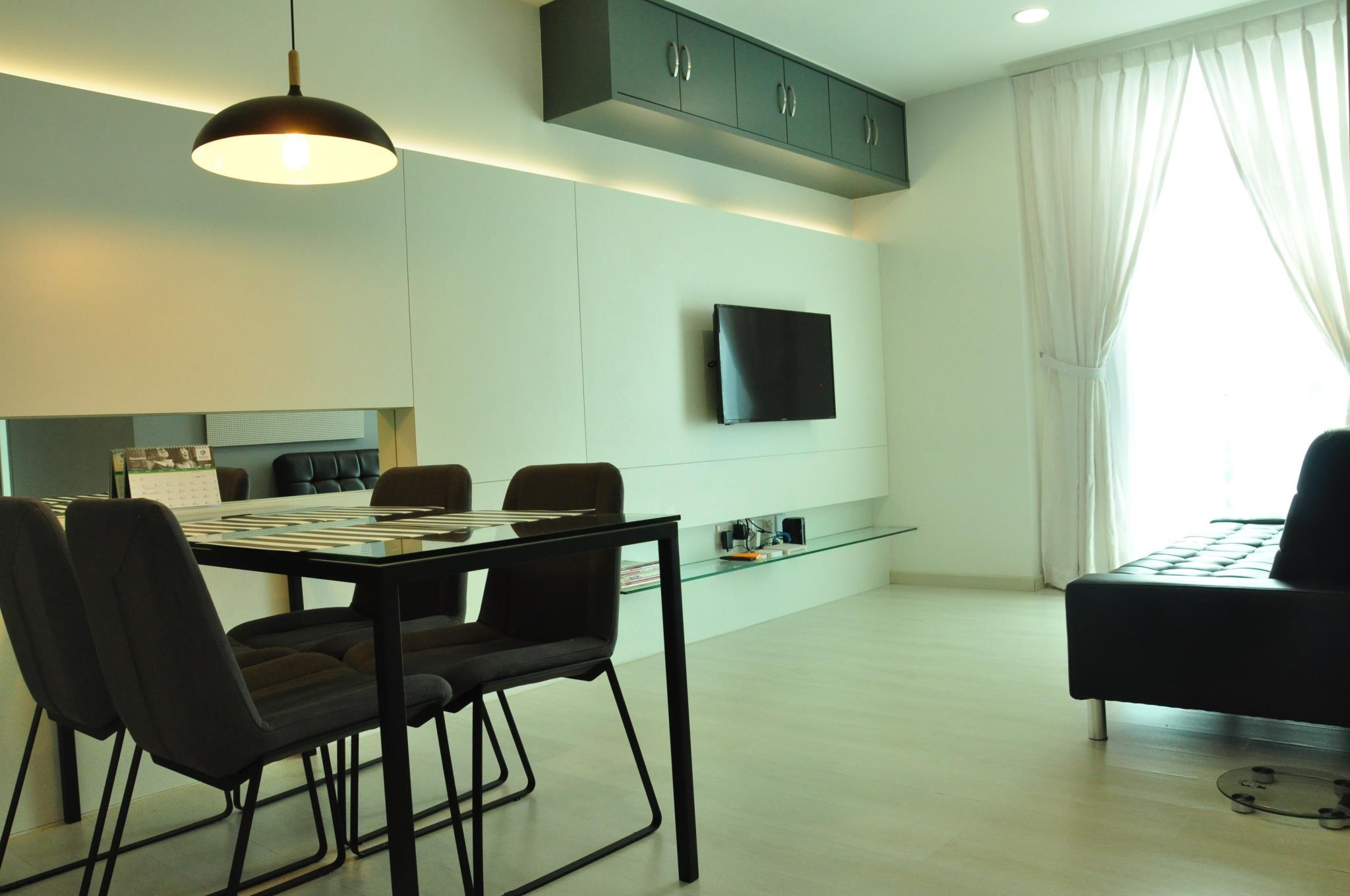 2 Bedroom Executive Suite with Carpark