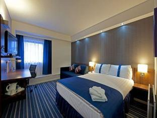 Фото отеля Holiday Inn Express Belfast City Queens Quarter