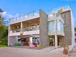 picture 4 of B Pod Hotel