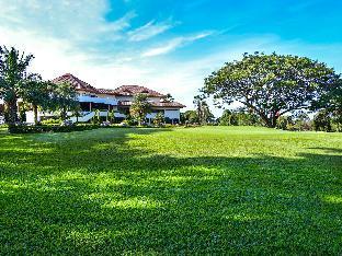 Sir James Resort