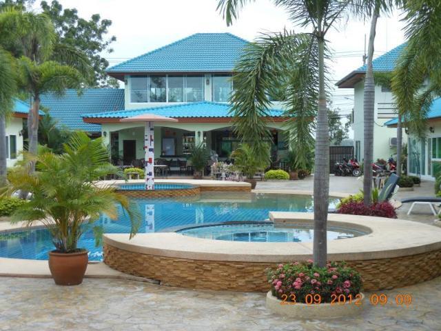 รองเดวู รีสอร์ท พัทยา – Rendezvous Resort Pattaya