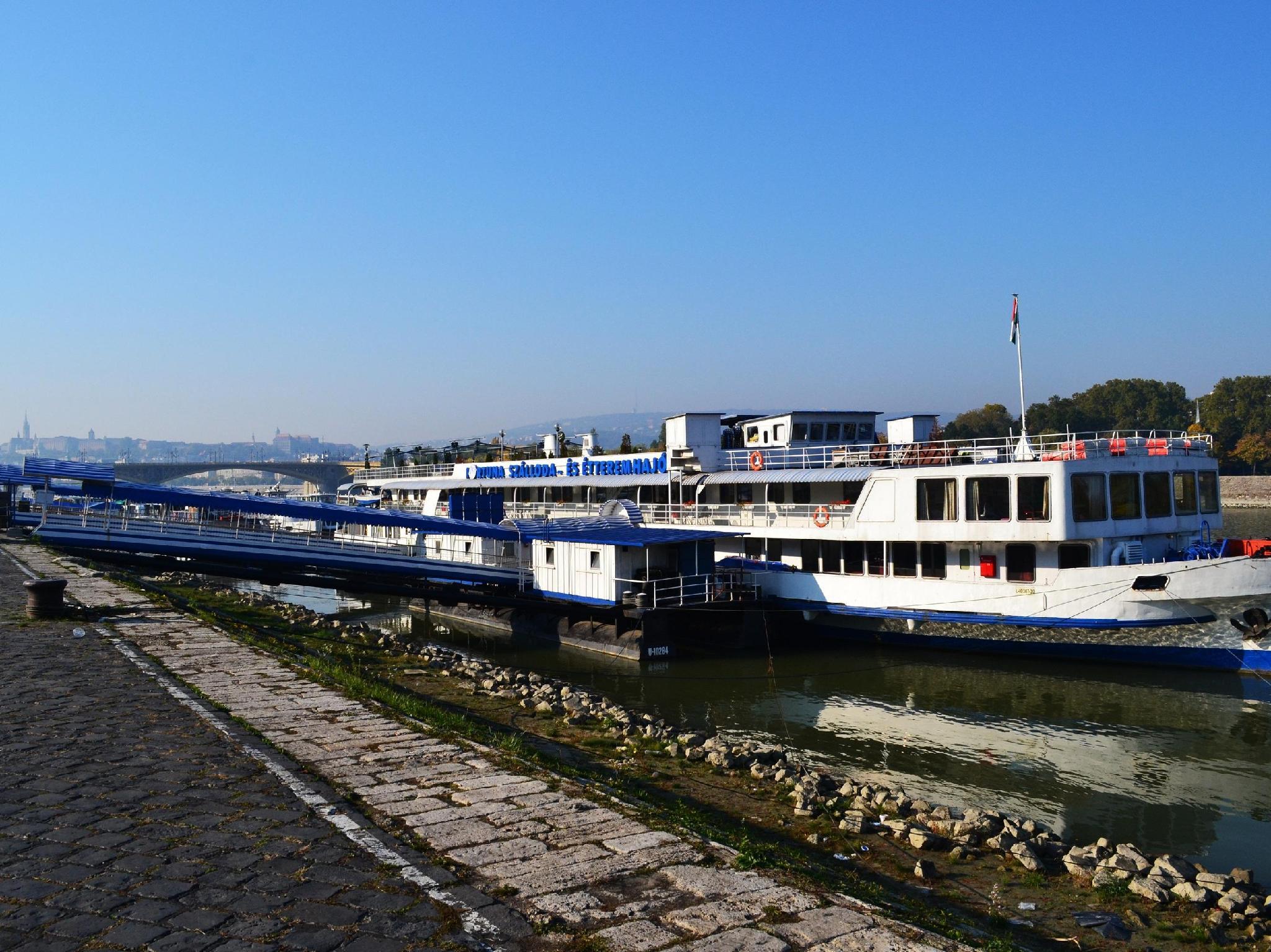 Fortuna Boat Hostel