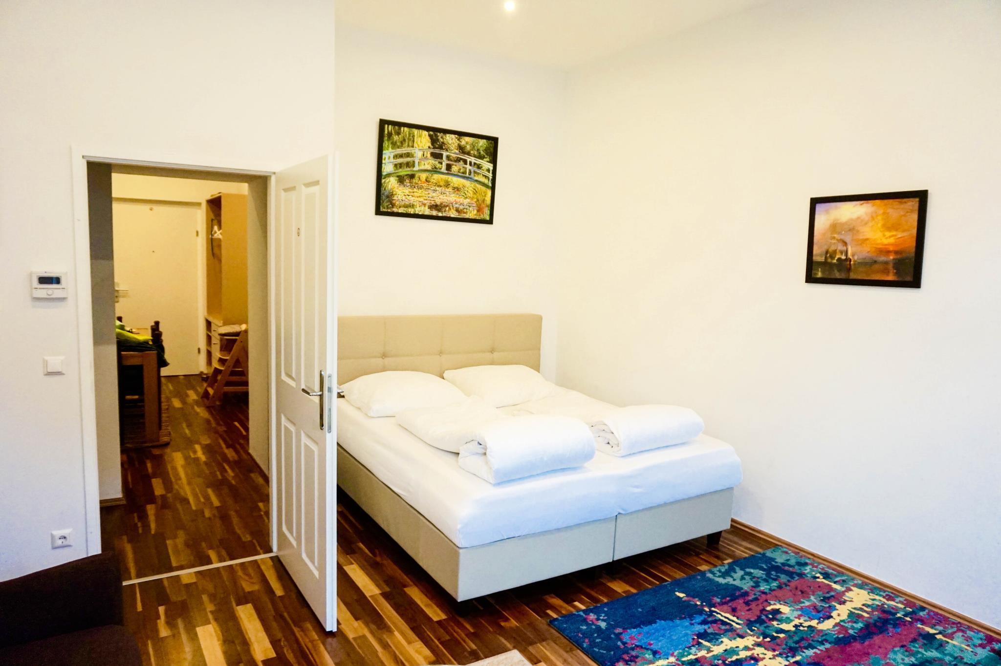 Three Bedroom Apartment 3 Min To Metro Free Garage