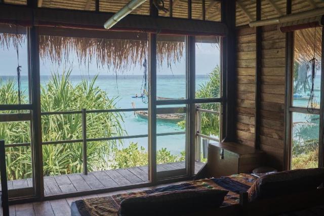 แคสอะเวย์ รีสอร์ท เกาะหลีเป๊ะ – Castaway Resort Koh Lipe