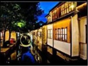 Zhouzhuang Zhenfeng Riverside Courtyard Hostel
