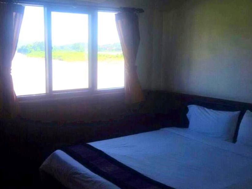 Huaysay Riverside Hotel