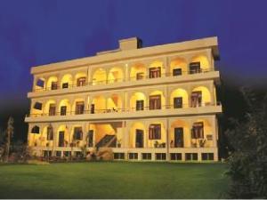 Hotel Ananta Palace