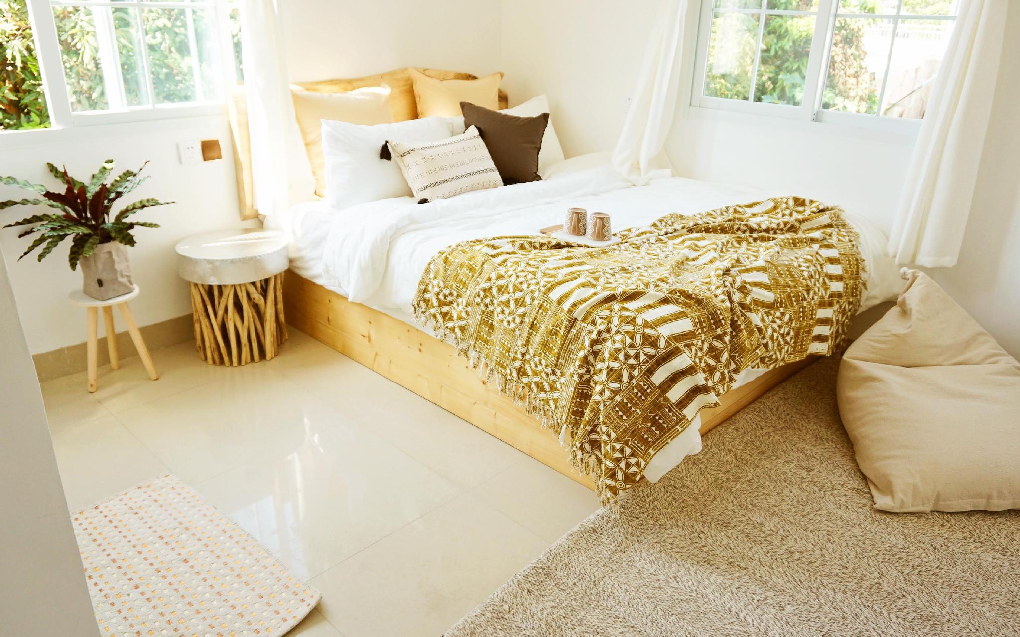 HUAQINGSU Exotic 1 Bed Studio MABEN
