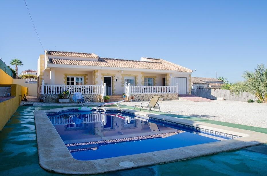 Charming Villa With Pool In La Marina
