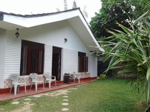 Family Guest House Mirissa