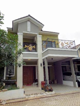 a beautiful inn with bali concept Depok Kota