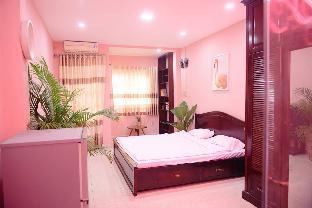 Le Soleil De Van- Flamingo Room