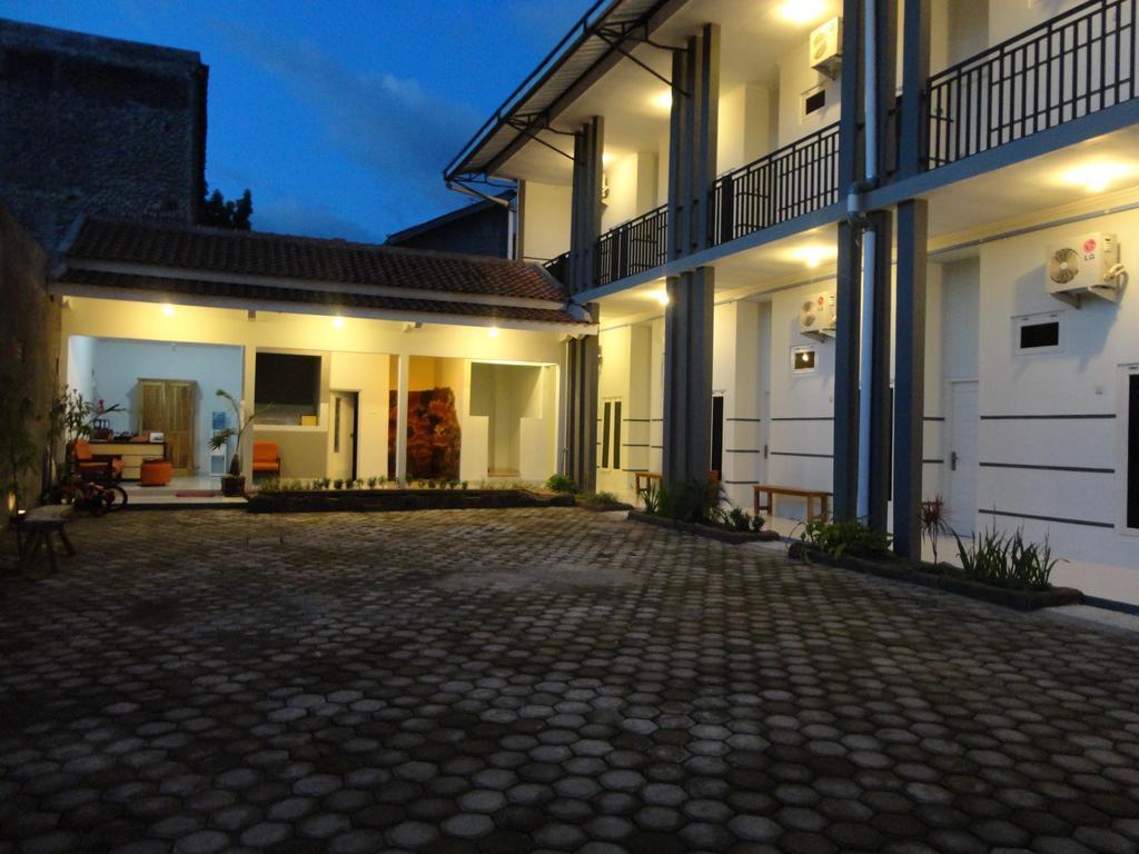 Pendowo Huis Guest House   Standard 2