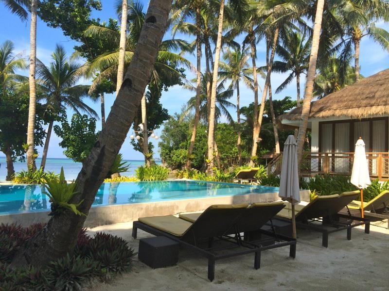 Rieseling Boracay Beach Resort Hotel