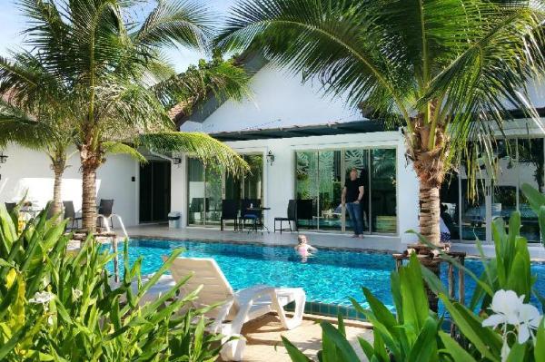 The Snug Airportel Phuket
