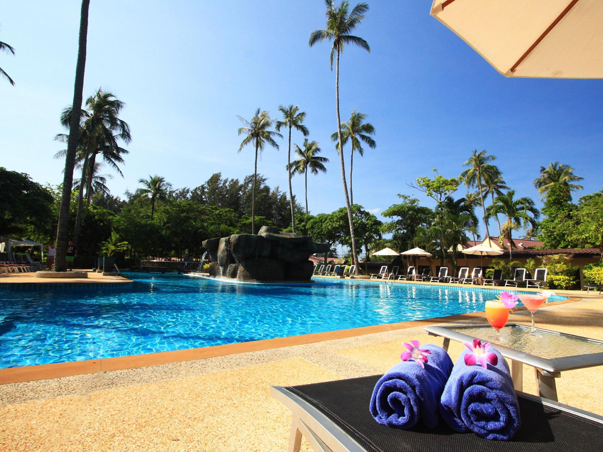 All Seasons Naiharn Phuket Hotel โรงแรม ออลซีซั่น ในหาน ภูเก็ต