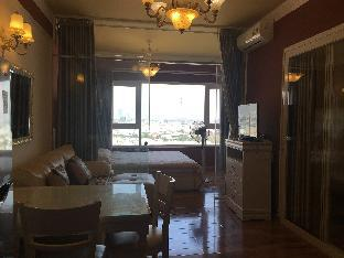 Luxury Royal Yellow Two Bedrooms Apartment@ Dist 7