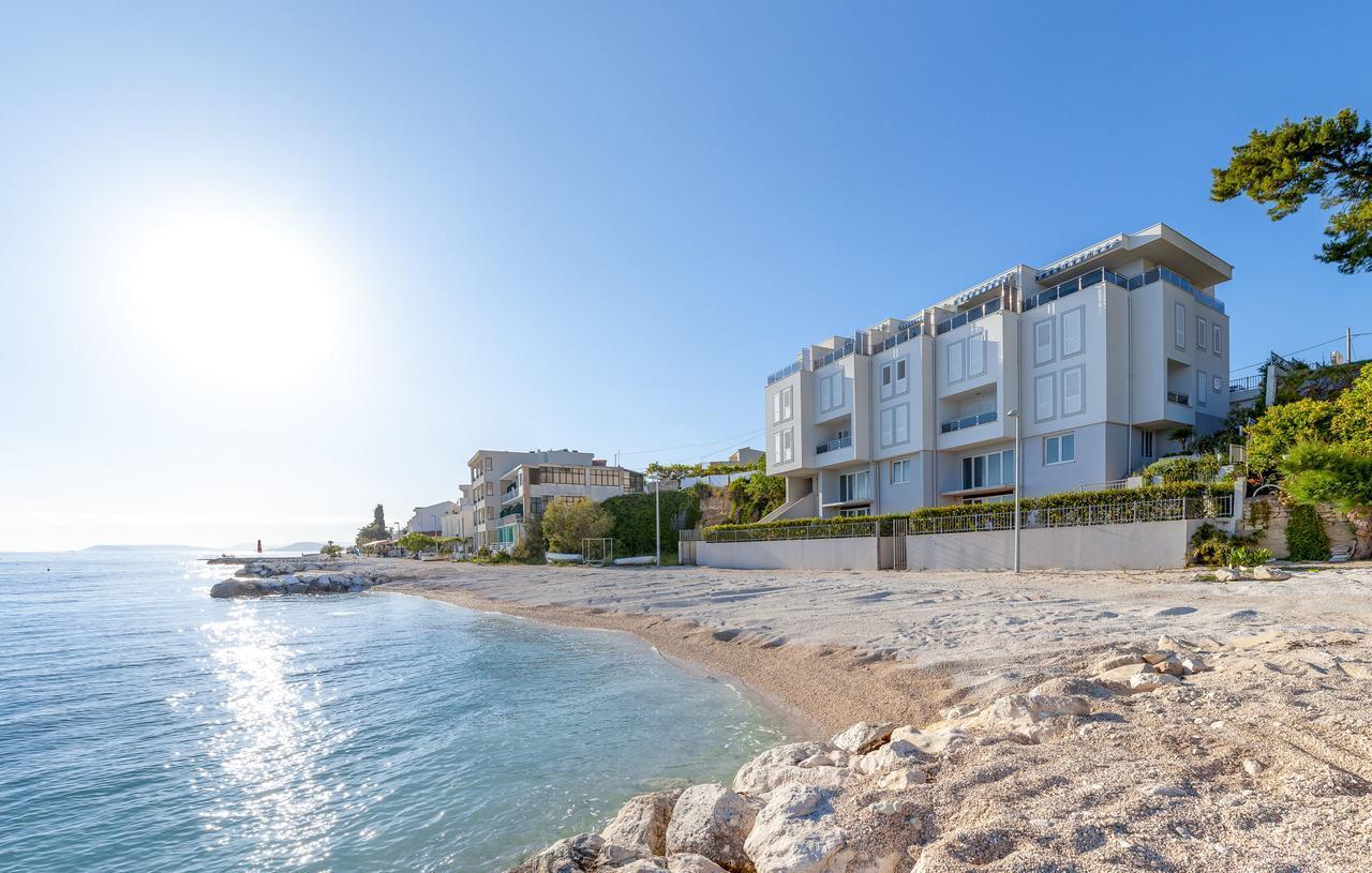 Spacious Beachfront Apartment Tanita No.2