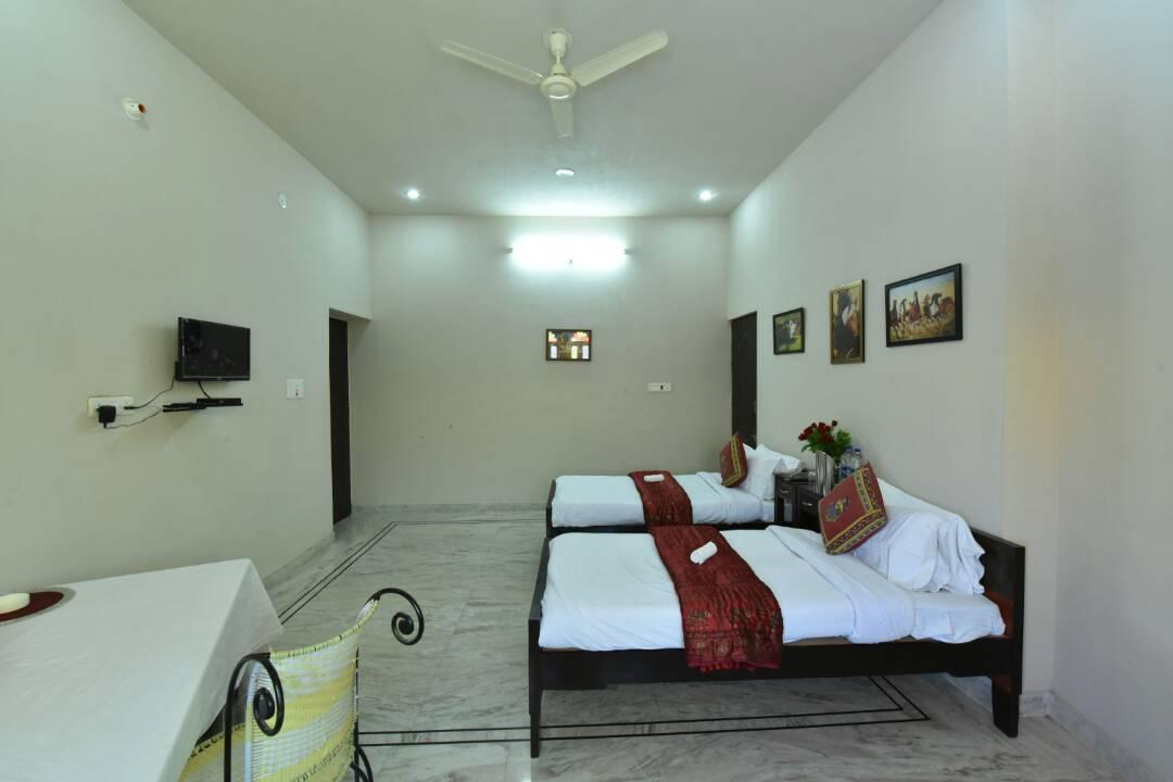 Suryavilla Guesthouse And Restaurant