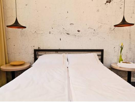 Sleep In Hostel And Apartments