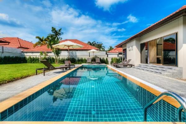3 BD Garden pool villa in Bangtao Phuket