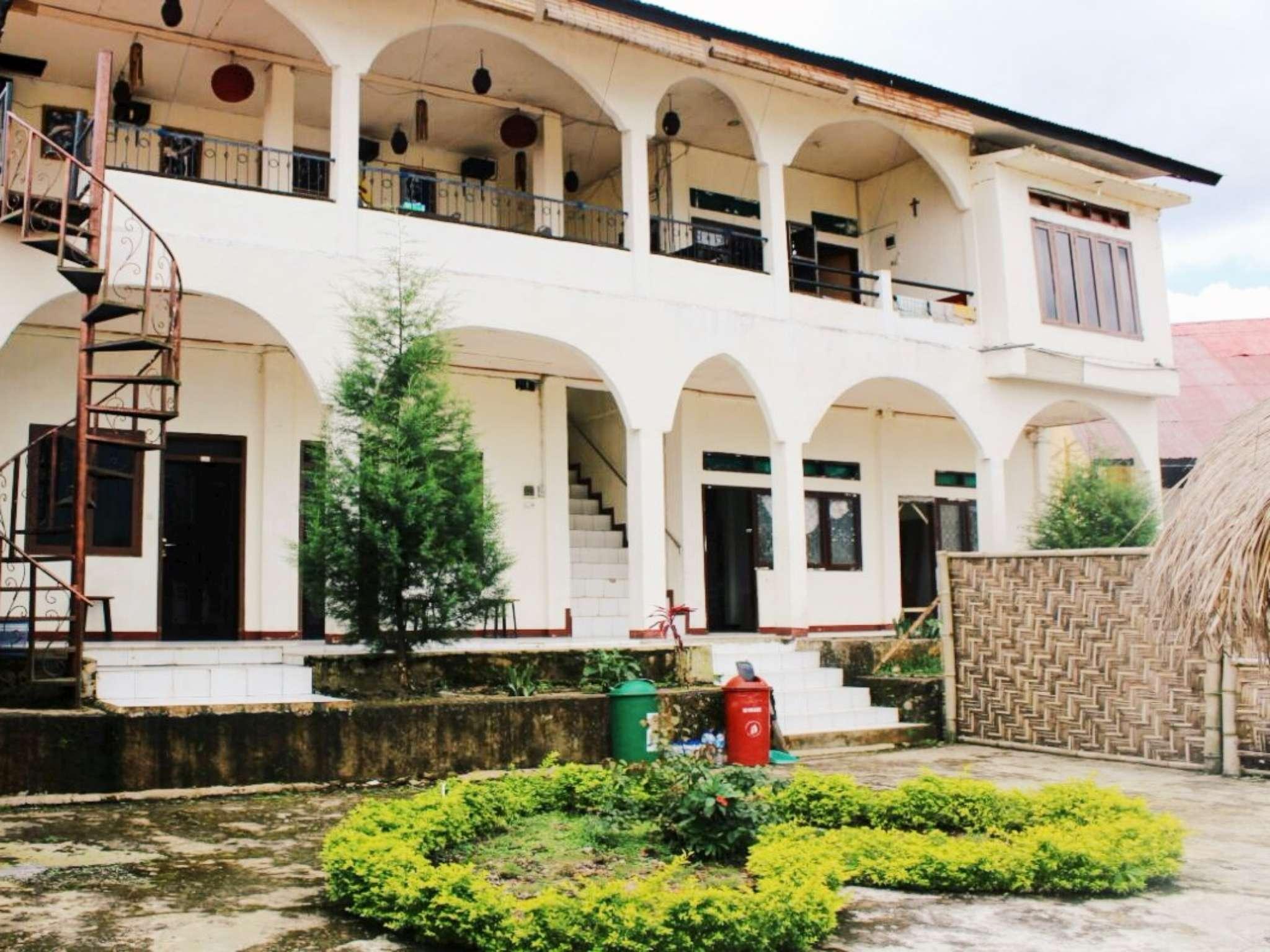 FX 72 Ruteng Hotel