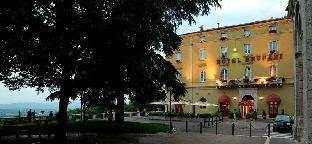 斯納布魯法尼酒店