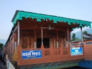 Hermes Houseboat