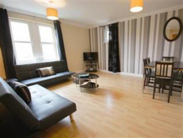 Savvy Serviced Apartments - Clarence House Milton Keynes