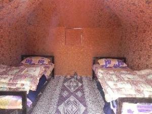 瓦迪拉姆旅游露营地 (Wadi Rum Travel Camp)