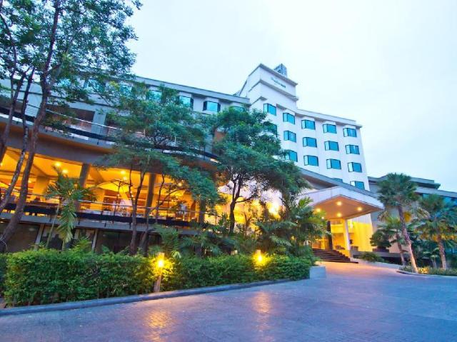 โรงแรมแกรนด์ ริเวอร์ไซด์ – Grand Riverside Hotel