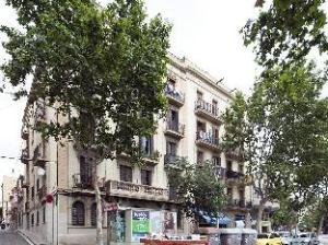 Happy People Sagrada Familia Apartments