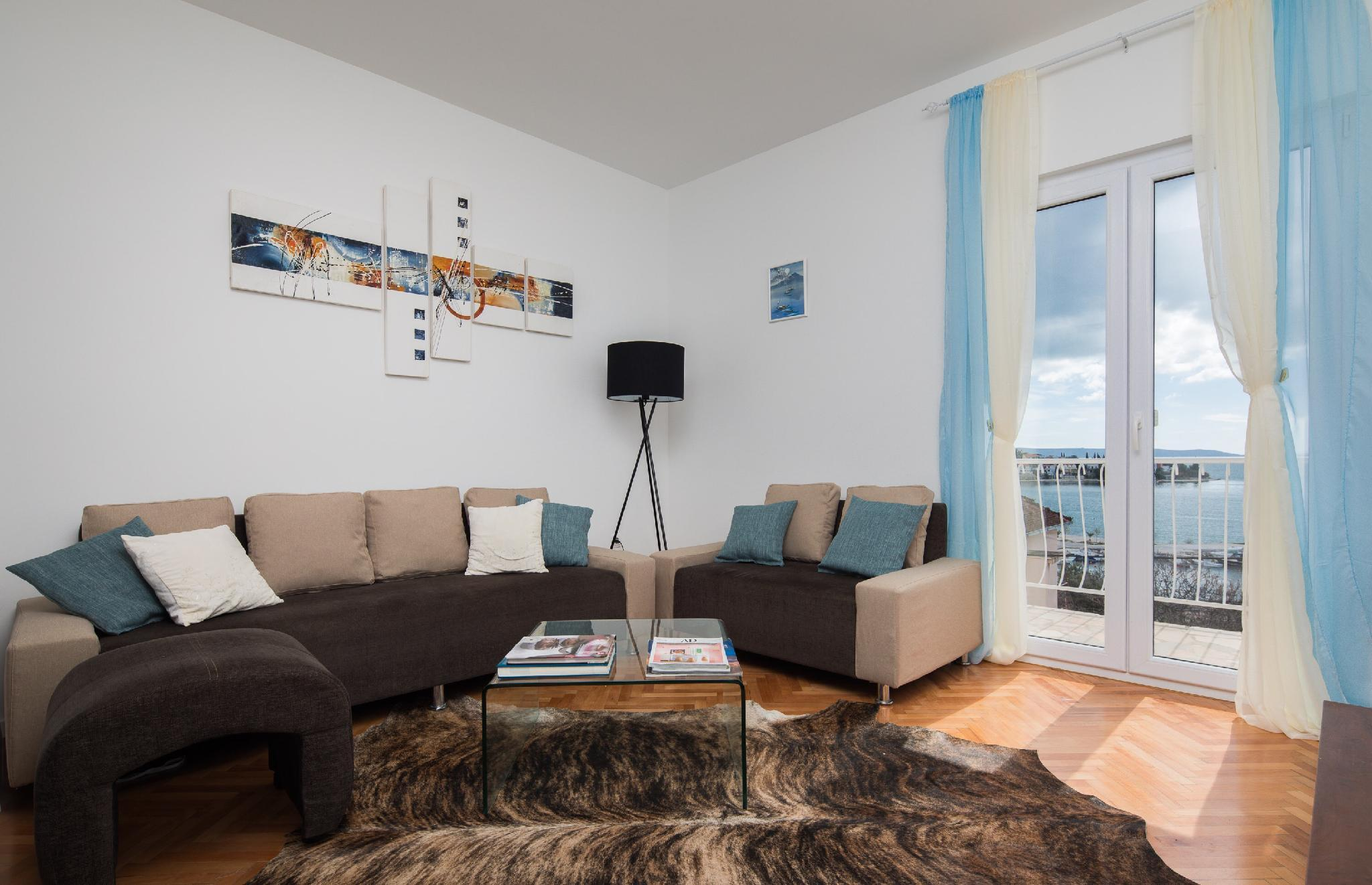 MaKaDo Elegant Apartment With Sea View Balcony