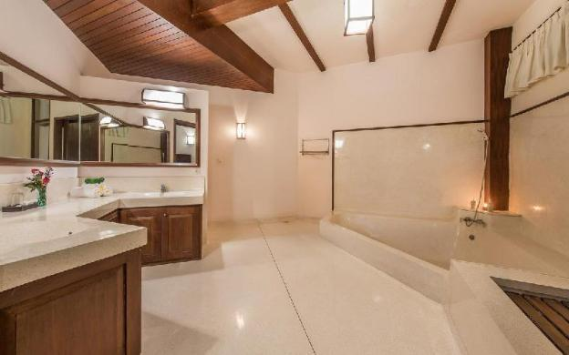 Charming 5 Bedrooms Villa at Seminyak