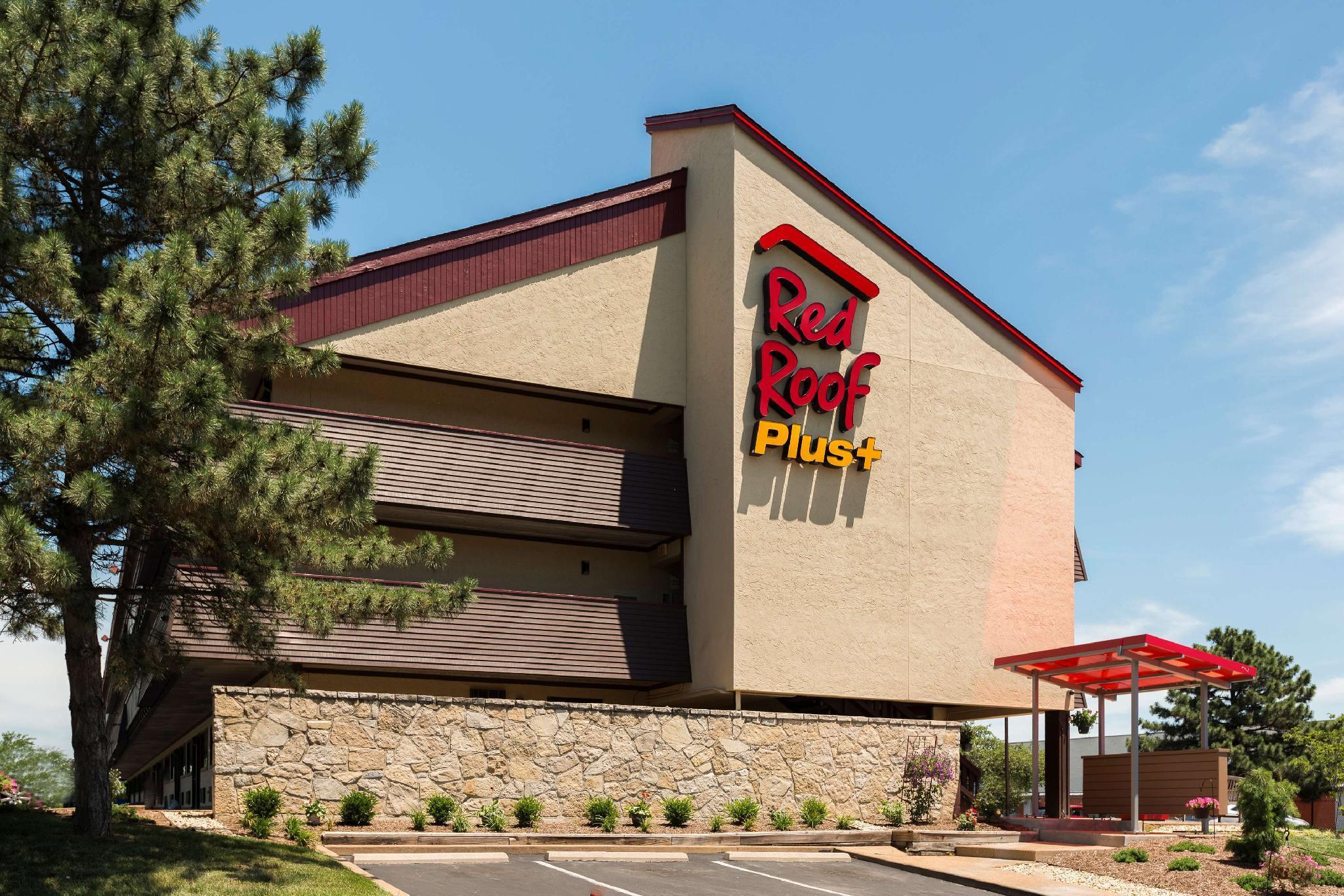 Red Roof PLUS+ St Louis   Forest Park  Hampton Ave