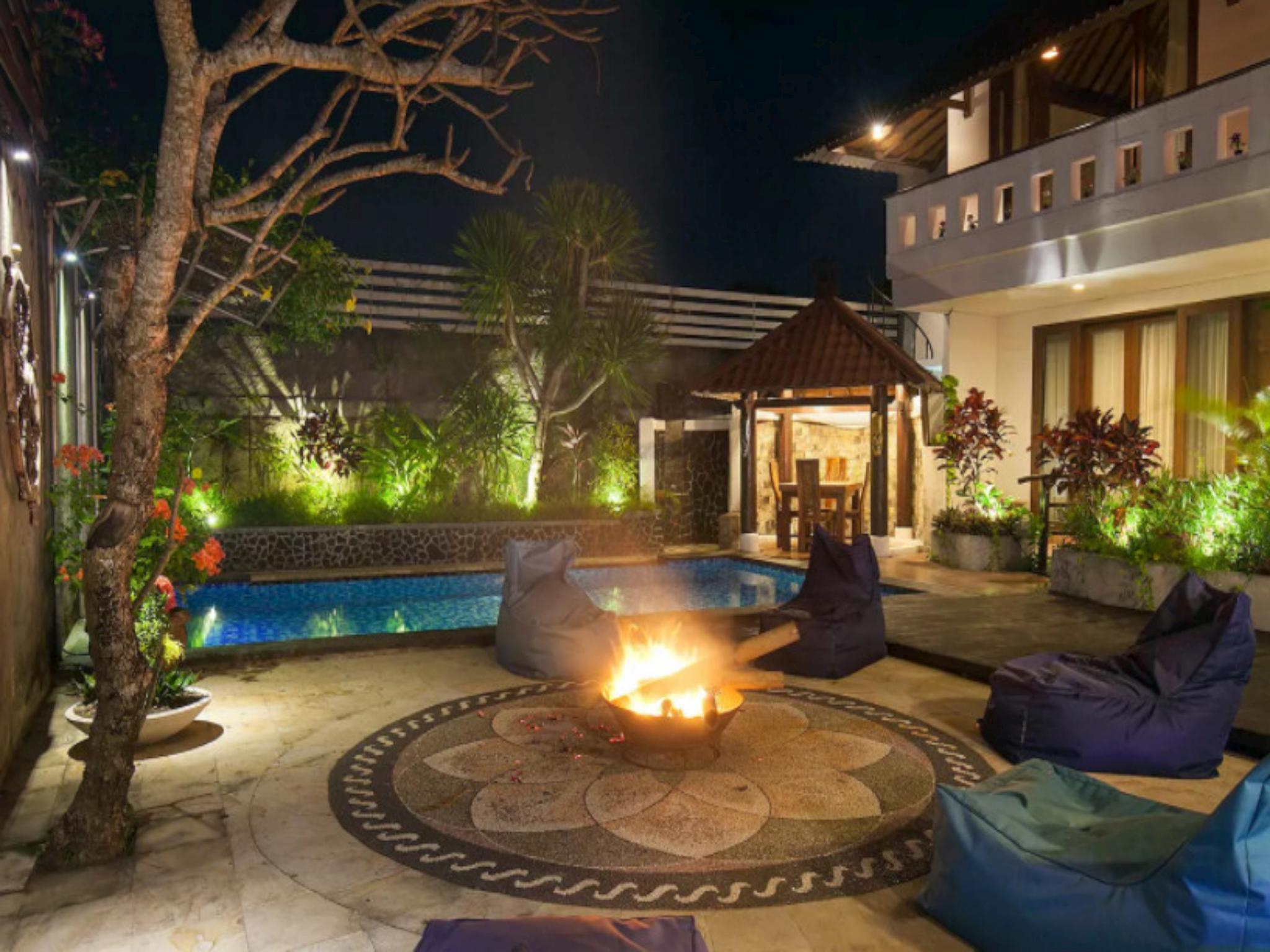 Black Pearl Villa Beachside   4 Bedrooms Villa