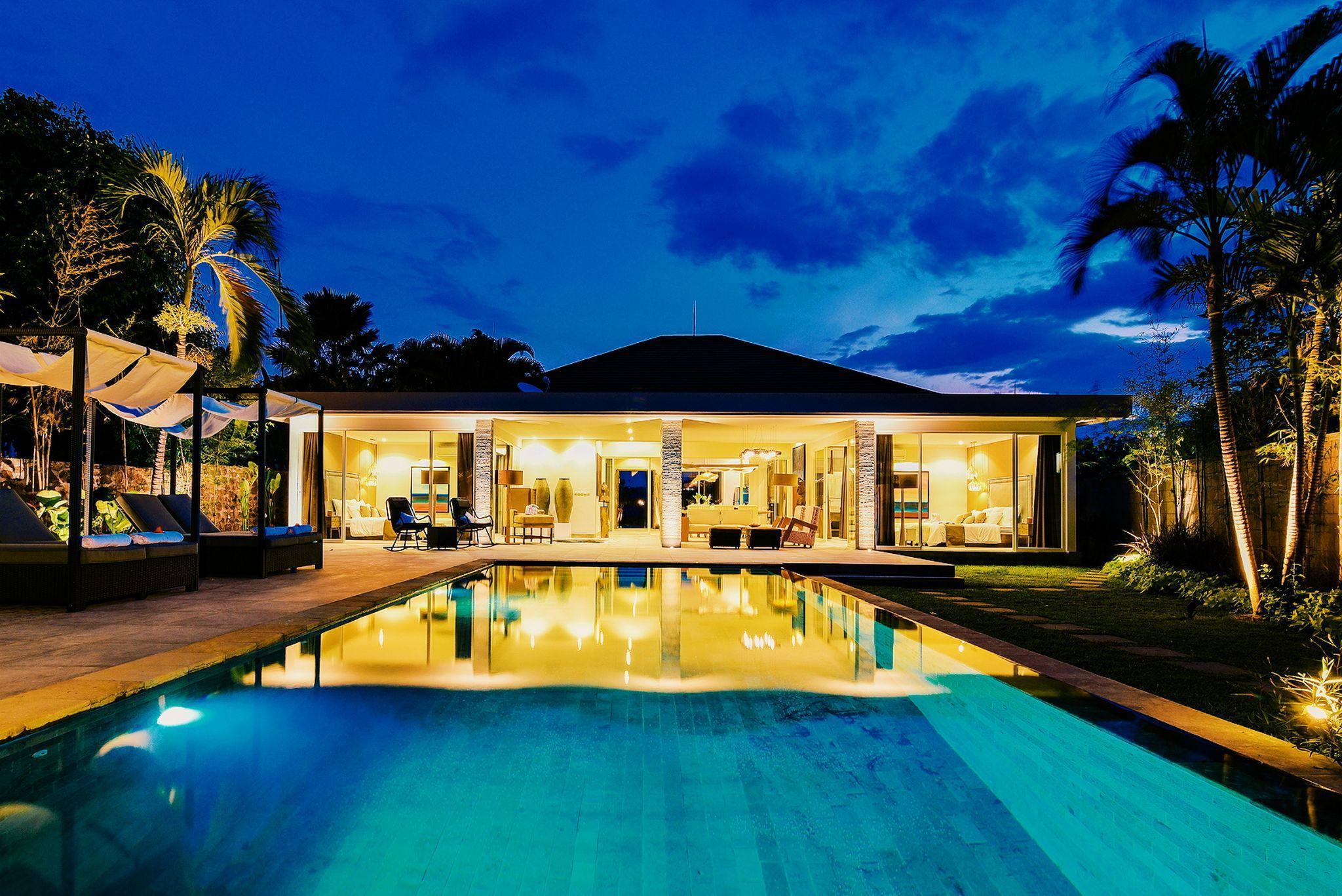 Villa Lou   Luxurious Beachfront Villa
