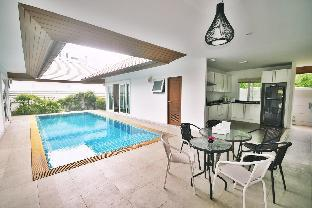 Seaside beach pool villa