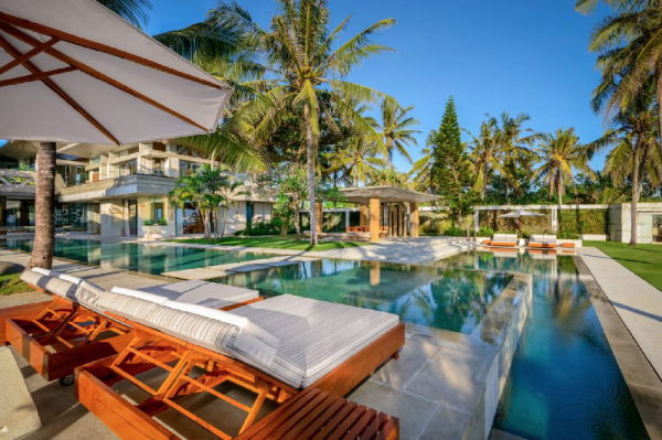 5 BDR Luxury Villa Beach Front in Tanah Lot Bali