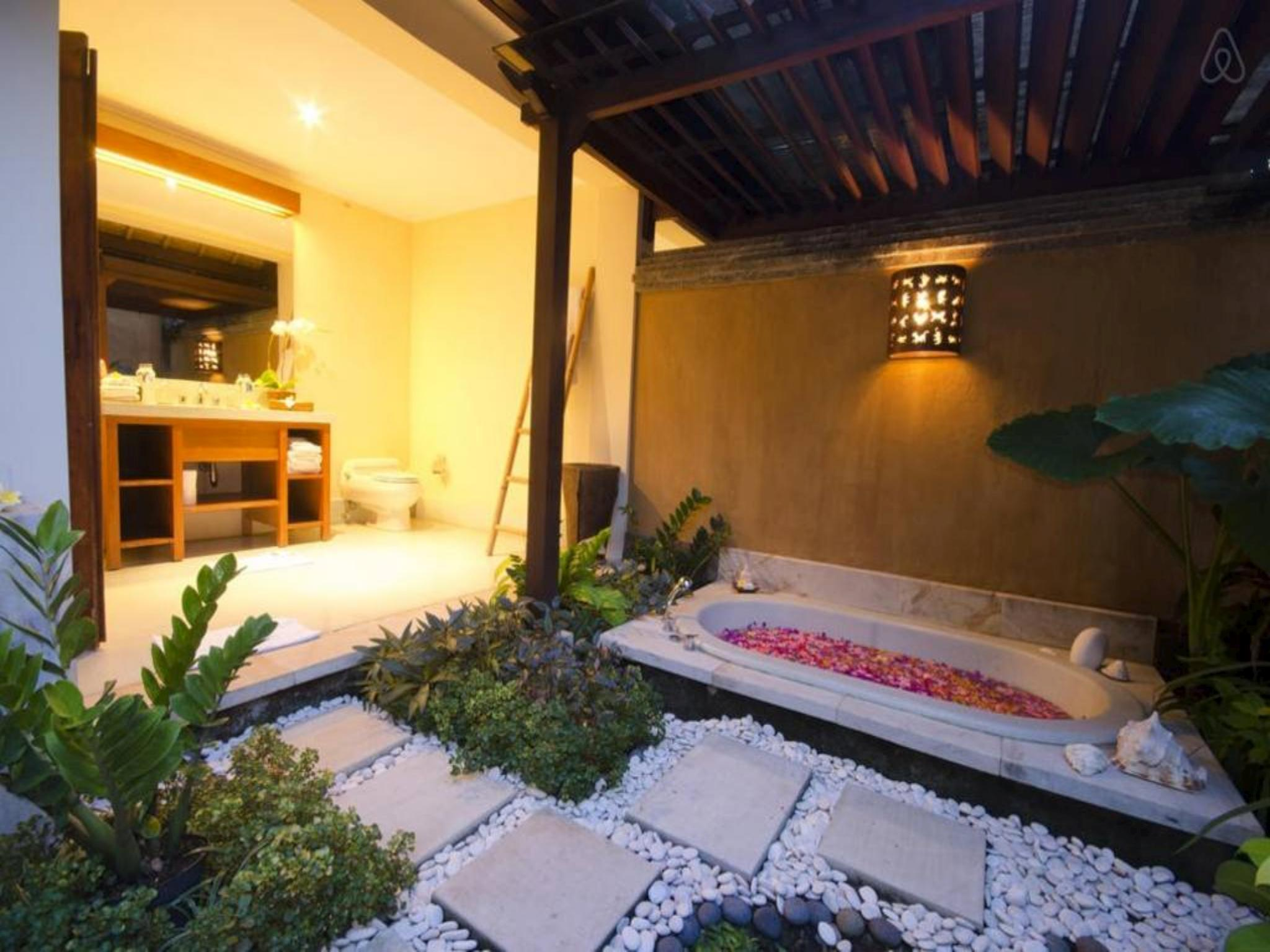 Review 4 Bedroom Beach Front Villas at Canggu