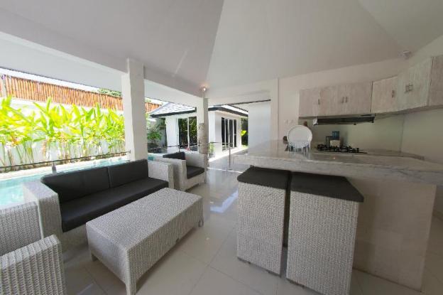 Minimalist modern three-bedroom villa in an ideal location for traveling in Bali