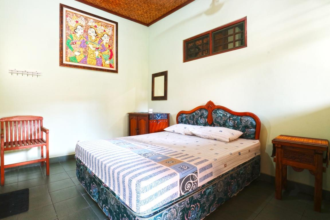 Hotel Reviews: Bamboo Inn Kuta – Pictures, Rates & Deals