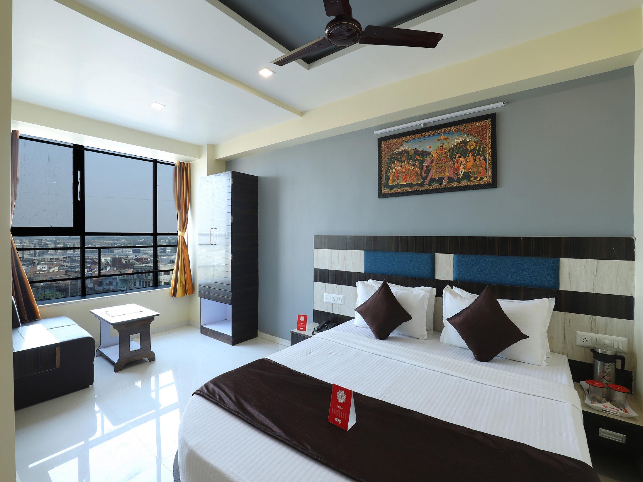 OYO 9805 Hotel Apollo
