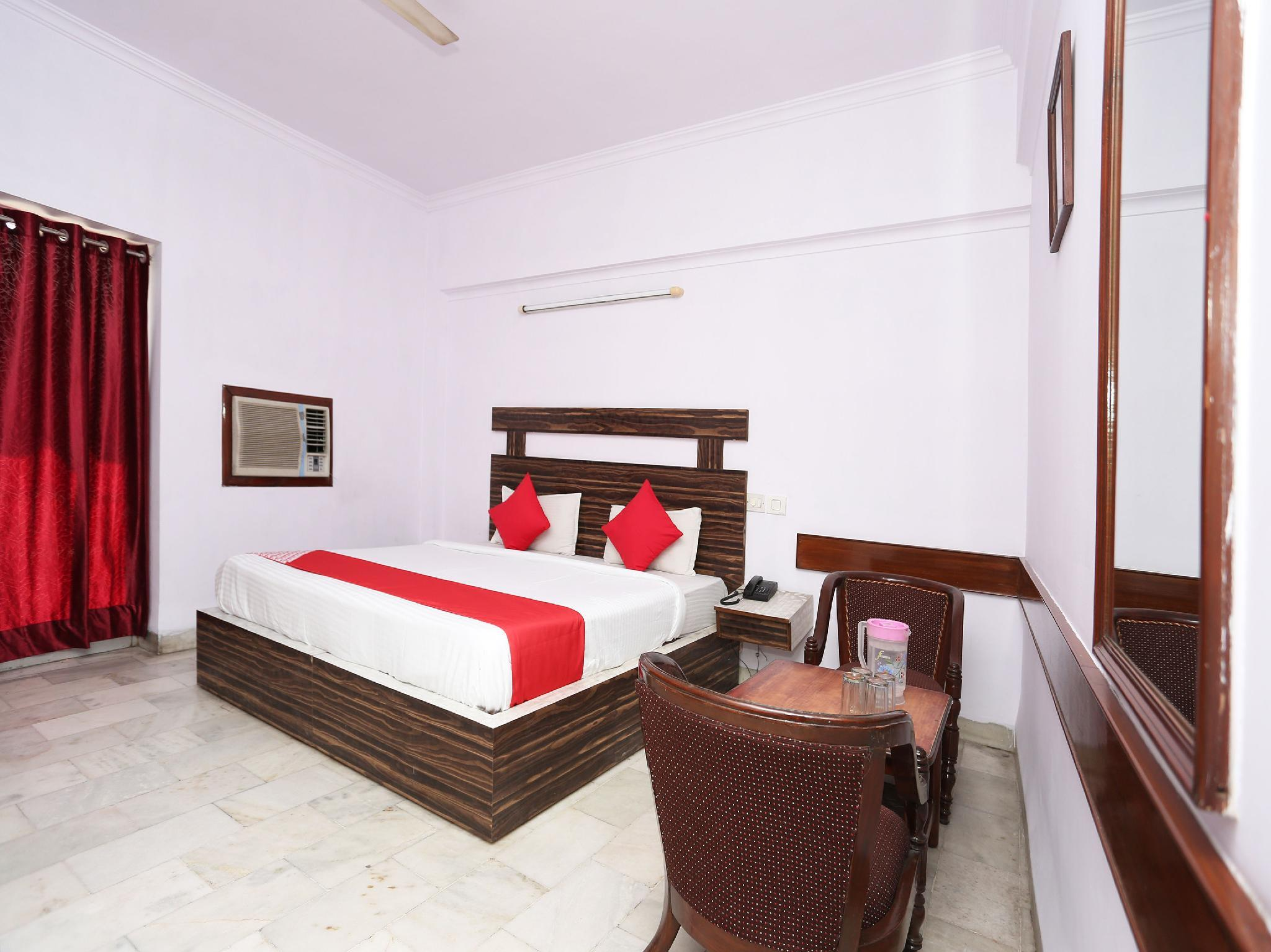 OYO 11858 Hotel Shiv Murti Grand