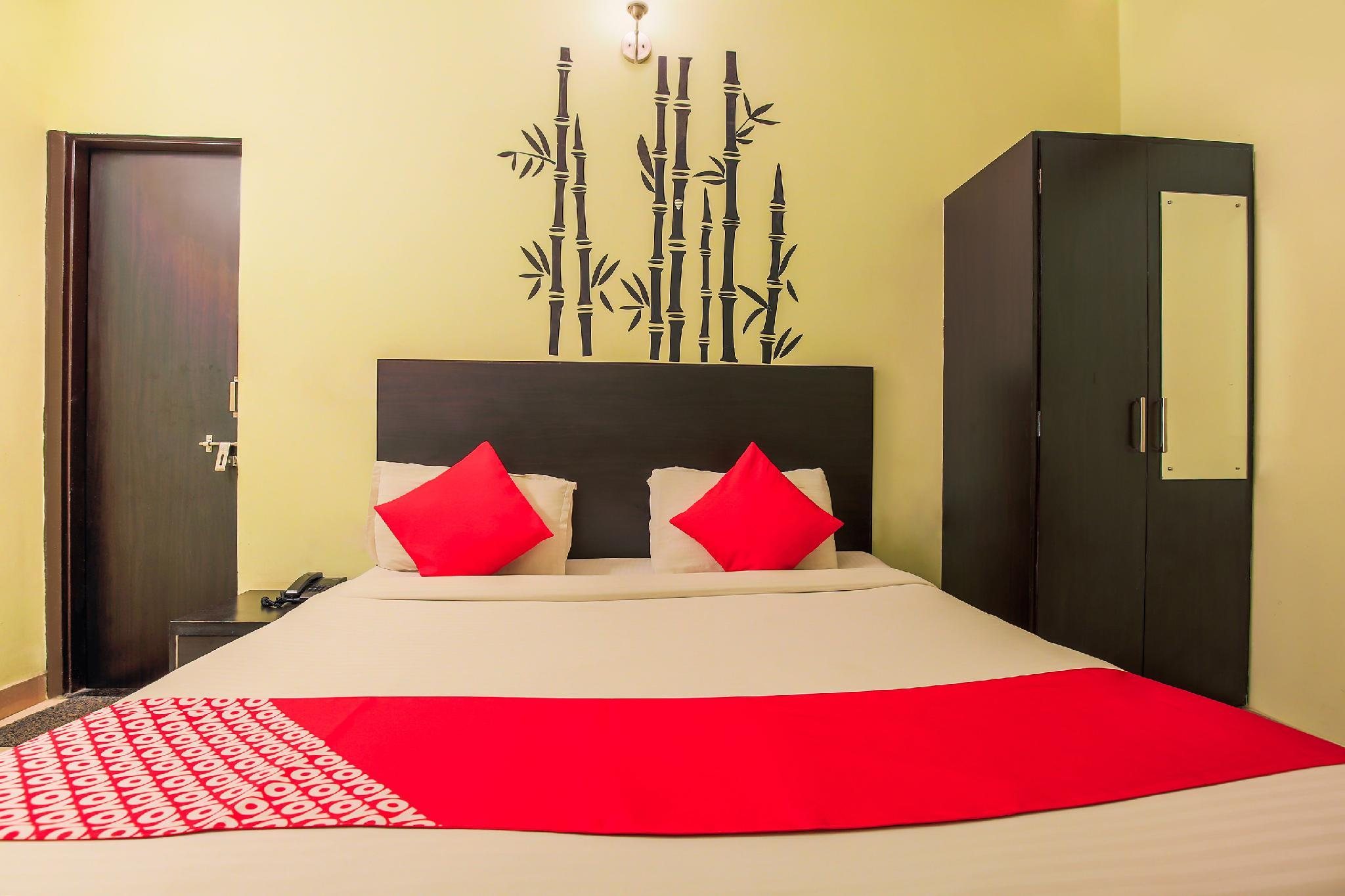 OYO 7794 Hotel Raghukul