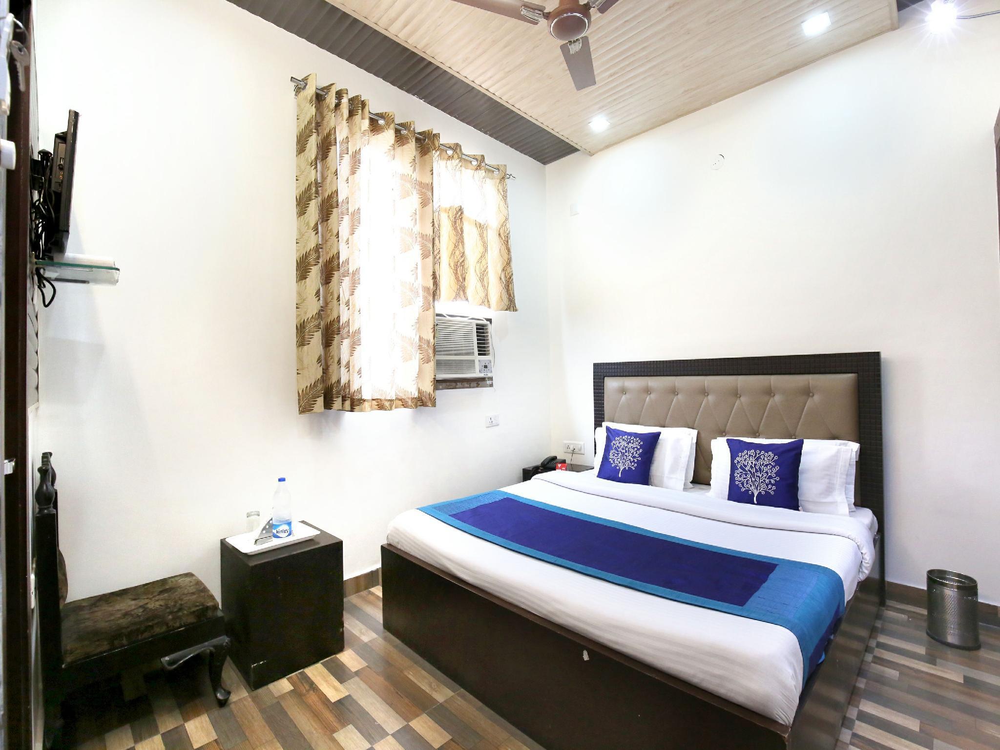 OYO 9602 Hotel Bharat Lodge