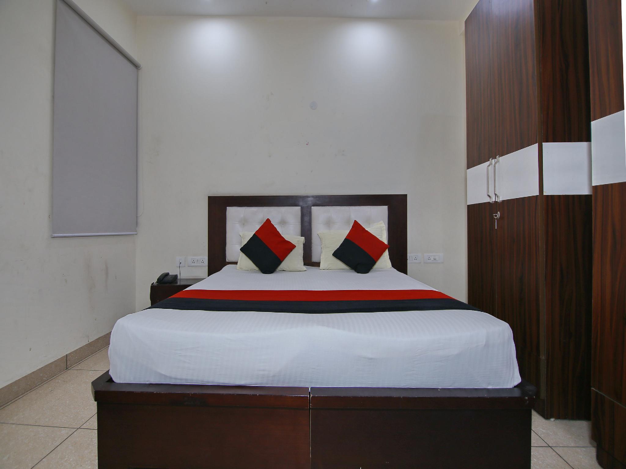 OYO 8205 Hotel Petals Inn