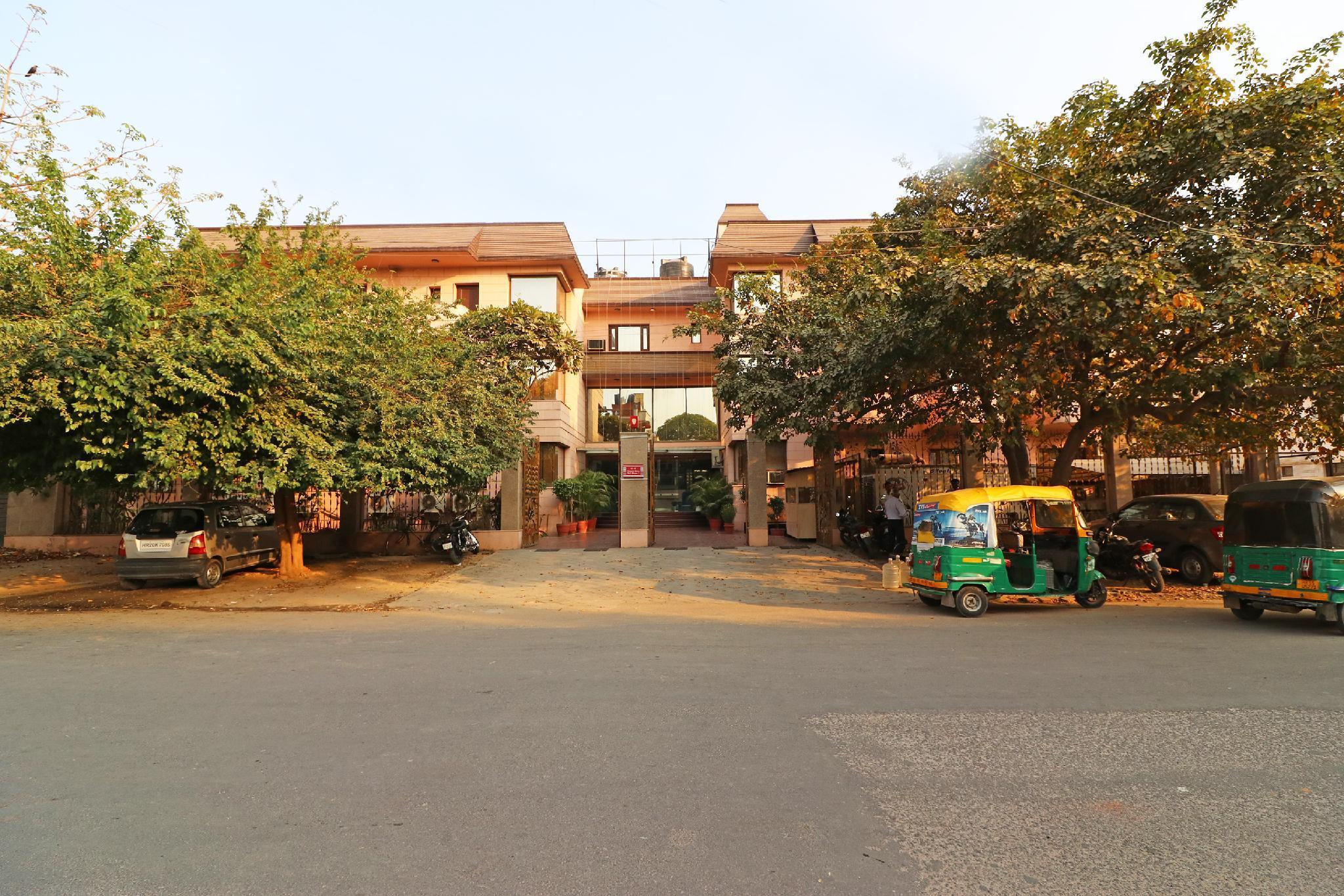 OYO Flagship 532 Sikanderpur Metro Station